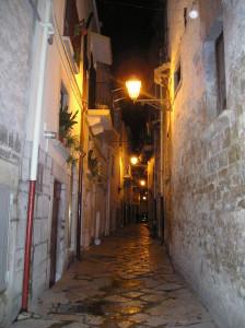 Vicolo centro storico ad Andria [CC-BY-SA-2.5]