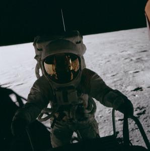 Pete_Conrad_on_LM_ladder,_Apollo_12
