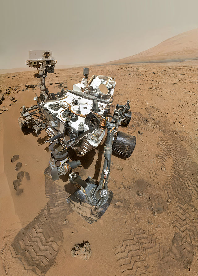 PIA16239_High-Resolution_Self-Portrait_by_Curiosity_Rover_Arm_Camera_npc