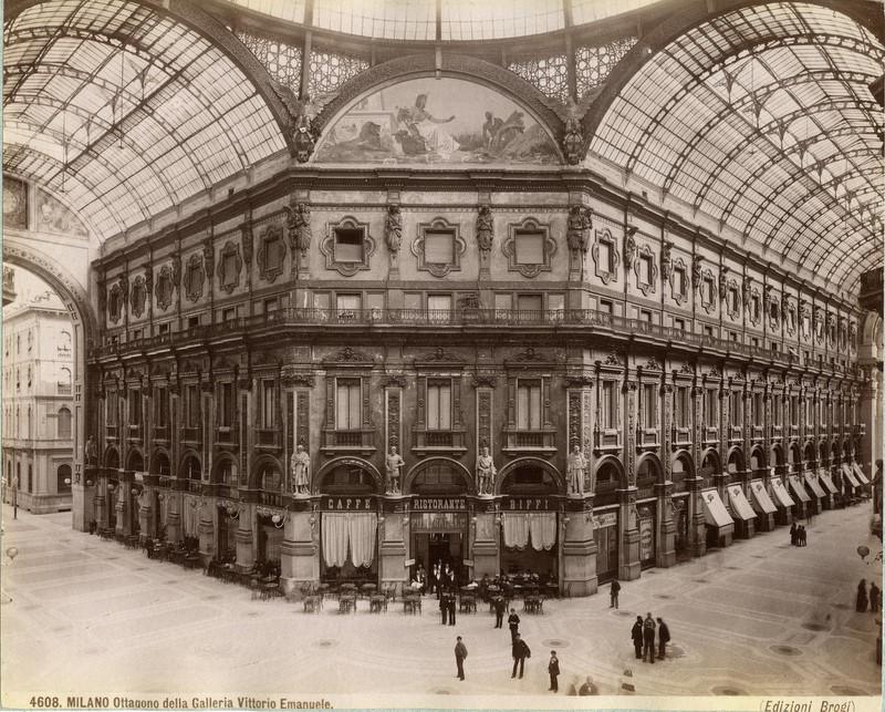 Galleria Vittorio Emanuele II nel 1880 circa.