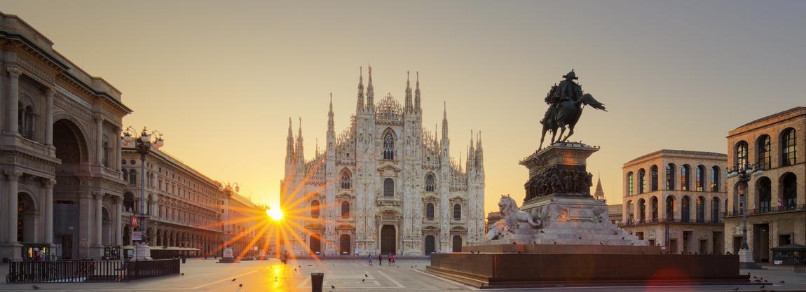 Milano, Piazza del Duomo al tramonto.