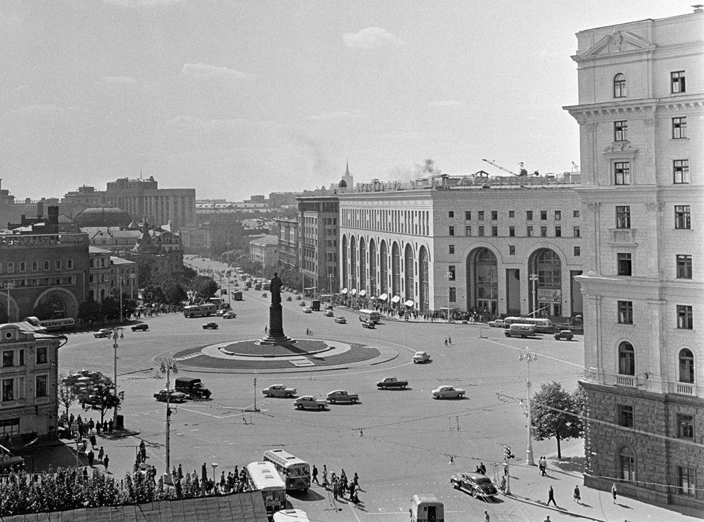 Piazza Dzerzhinsky (oggi Lubyanka) a Mosca, sede del quartier generale del KGB.