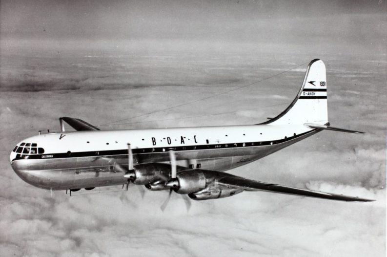 Boeing 377 Stratocruiser BOAC, in volo