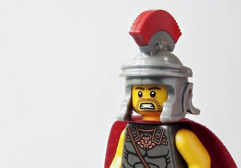 Minifigure Lego con abbigliamento da soldato romano