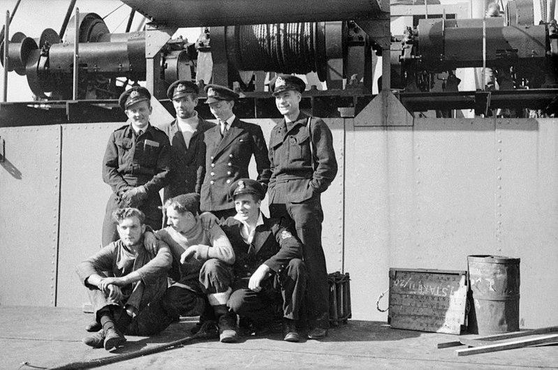 Henty-Creer con l'equipaggio dell'X5