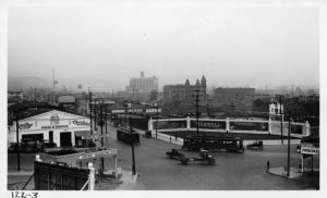 Los Angeles, 1922: traffico all'incrocio tra North Broadway e Sunset Boulevard