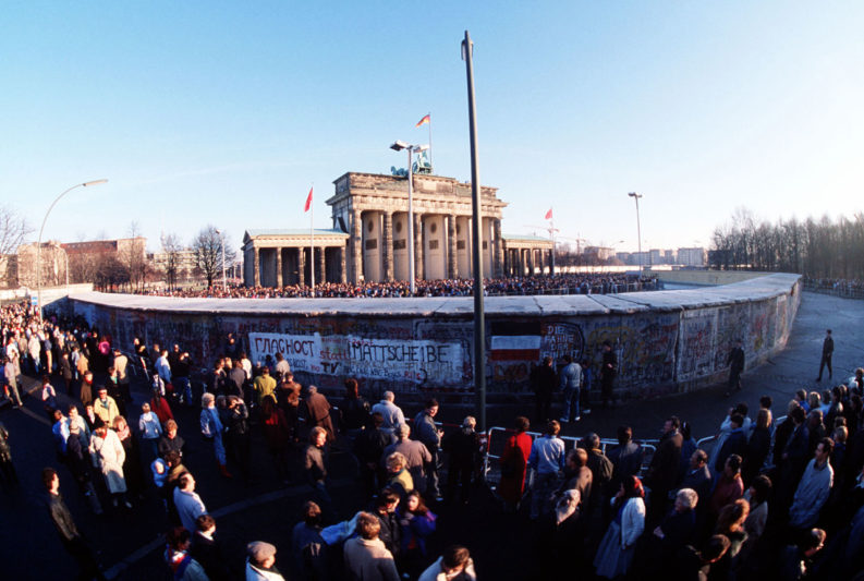 Berlino: il Muro alla porta di Brandeburgo, 12 gennaio 1989.