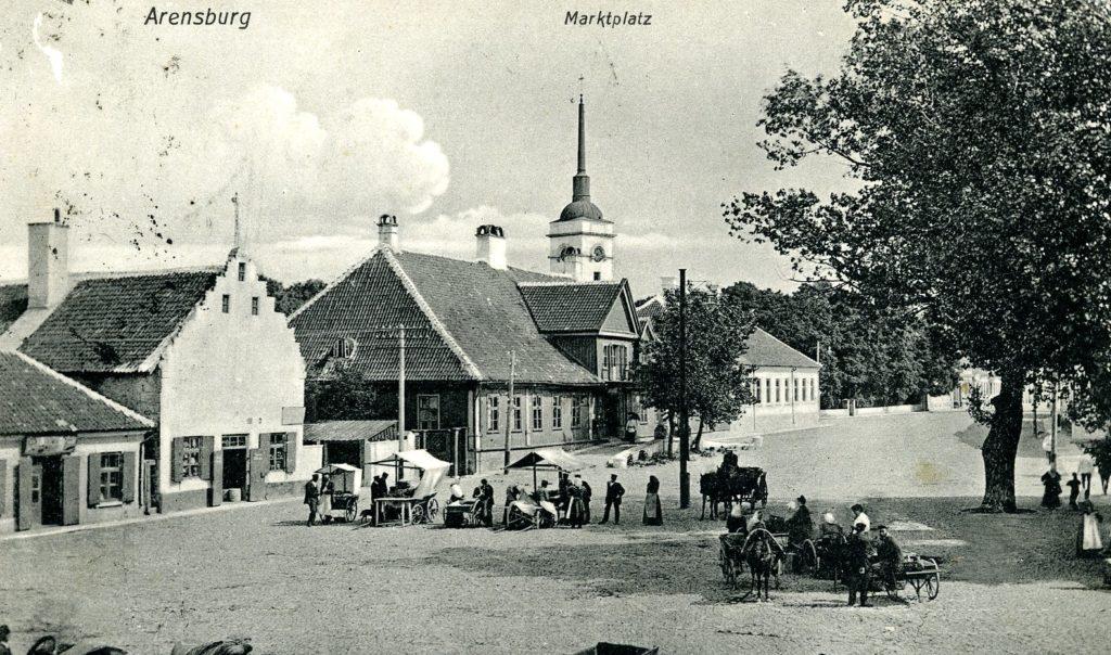 Kuressaare, già Arensburg, in una cartolina del 1900.