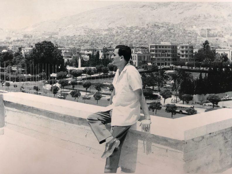 Eli Cohen nella sua residenza di Damasco nel 1963.