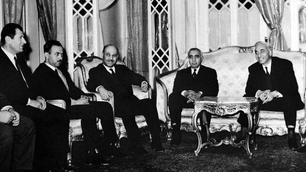 Eli Cohen con i leader siriani.