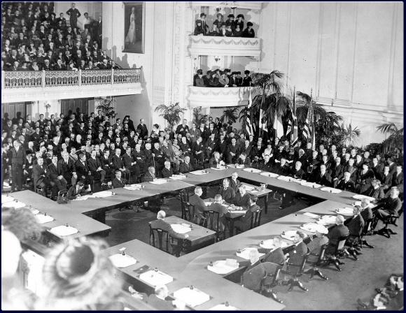 Le delegazioni riunite a Versailles, 1919