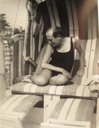 Theodor W. Adorno in spiaggia
