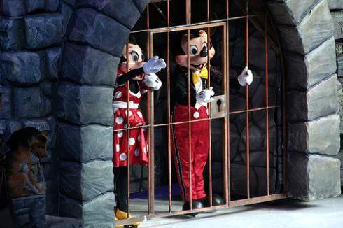 Topolino e Minnie in prigione