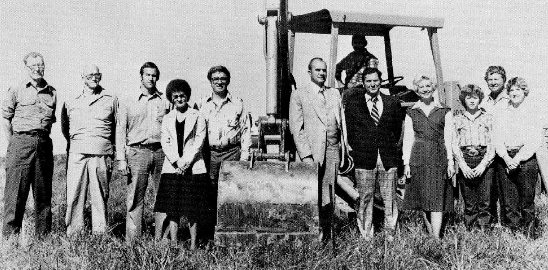 Foto di gruppo con escavatore